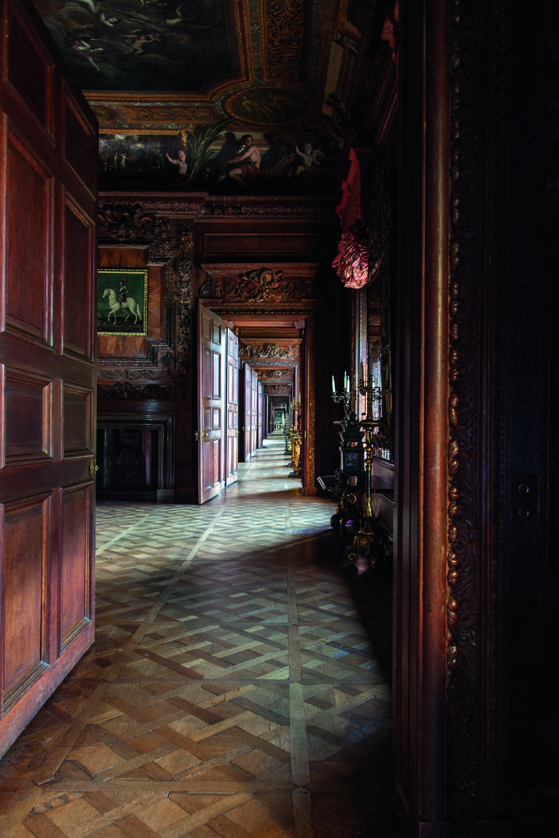 Chatsworth House. State Apartment enfilade along the South Front, the length of which appears doubled by a panel of mirror glass at its end. Courtesy © Derry Moore | Prestel