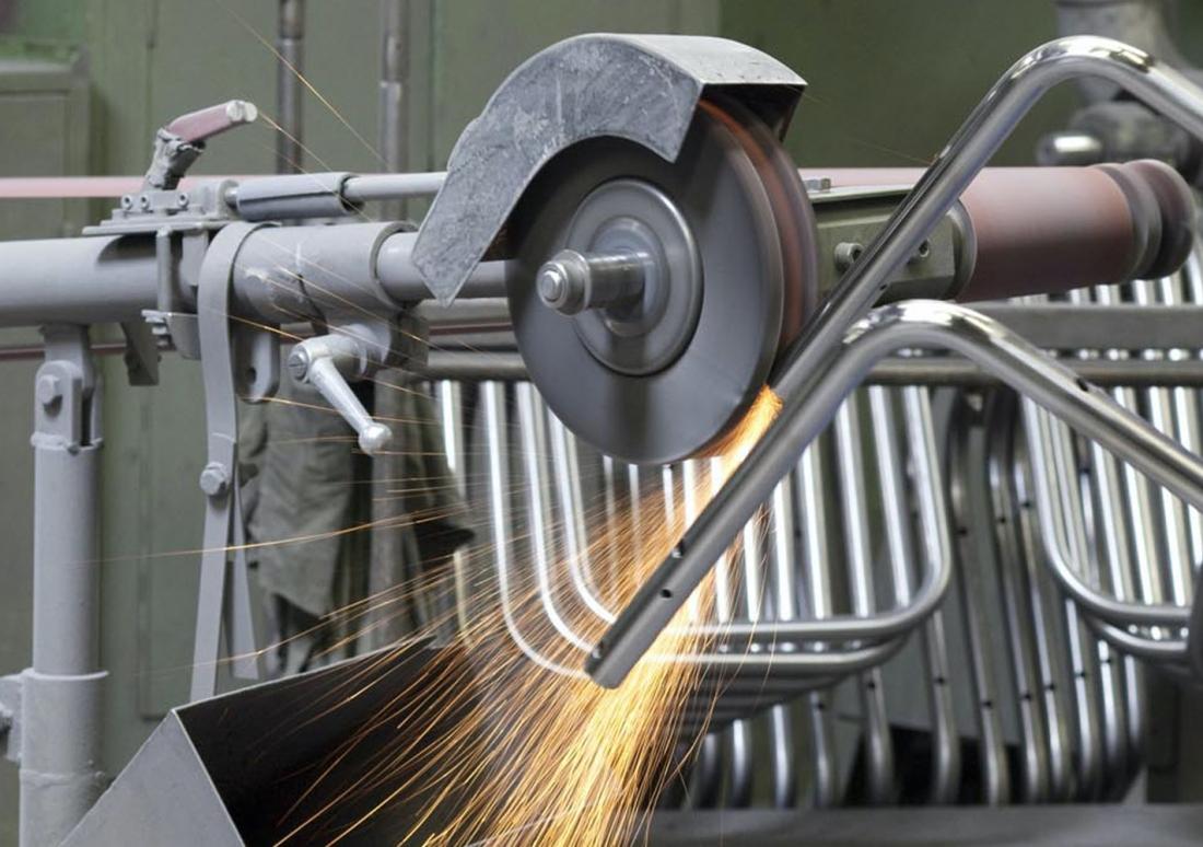 Thonet Production - Steel Sanding ©Thonet