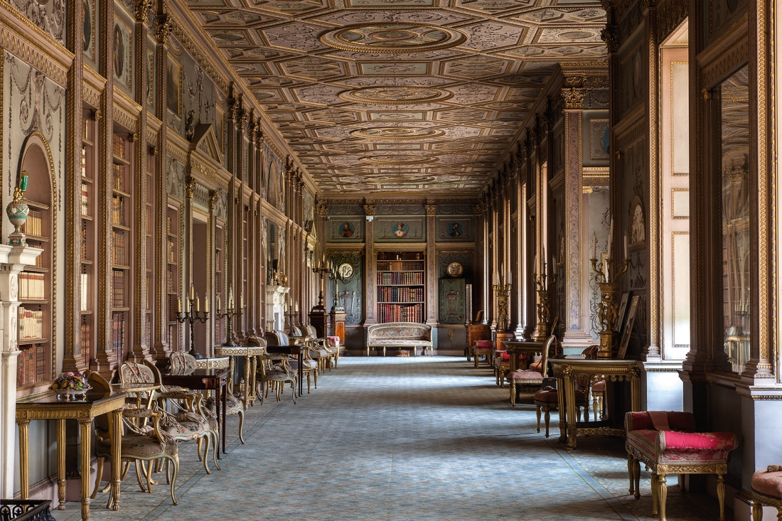 Syon House. The Long Gallery. Adam's disciplined design for a library in the Elizabethan shell. Courtesy © Derry Moore | Prestel