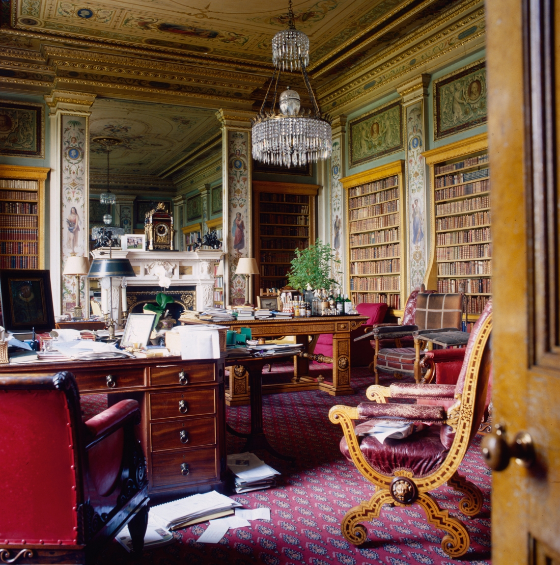 Chatsworth House. The Lower Library, as it was for the 11th Duke of Devonshire whose daily use of this room, and his preference, shows a 'désordre anglais'. Courtesy © Derry Moore | Prestel