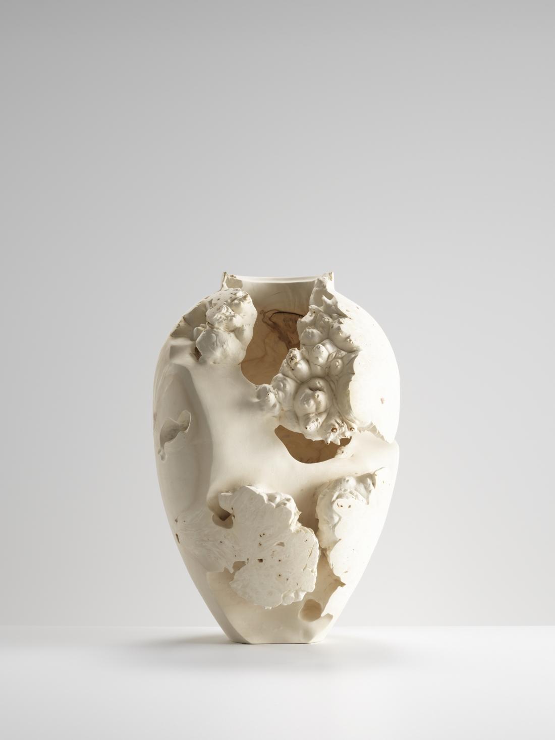 Eleanor Lakelin - Echoes of Amphora - Vase II, 2020, horse chestnut