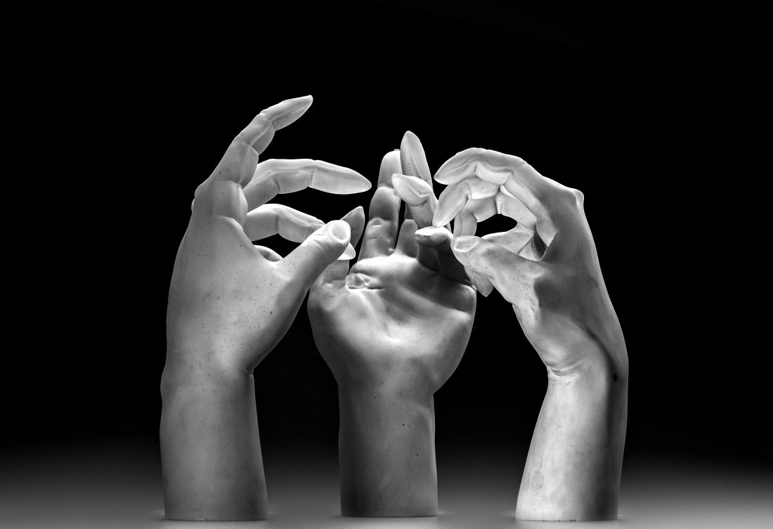 Martin Janecký, Study of Hands. Height. 26 cm. Glass. 2018 - Exhibited by Galerie Kuzebauch