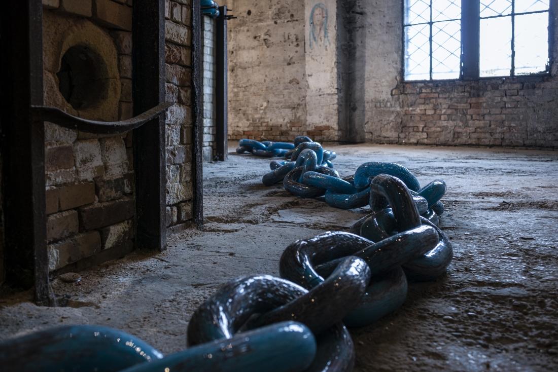 /Not all chains deter/ by Edgardo Osorio @ Fondazione Berengo Art Space (Murano) © Leonardo Duggento